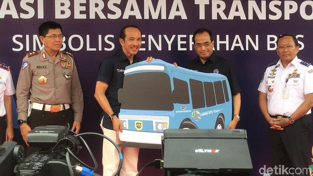 Menhub Serahkan 300 Bus untuk Asian Games 2018