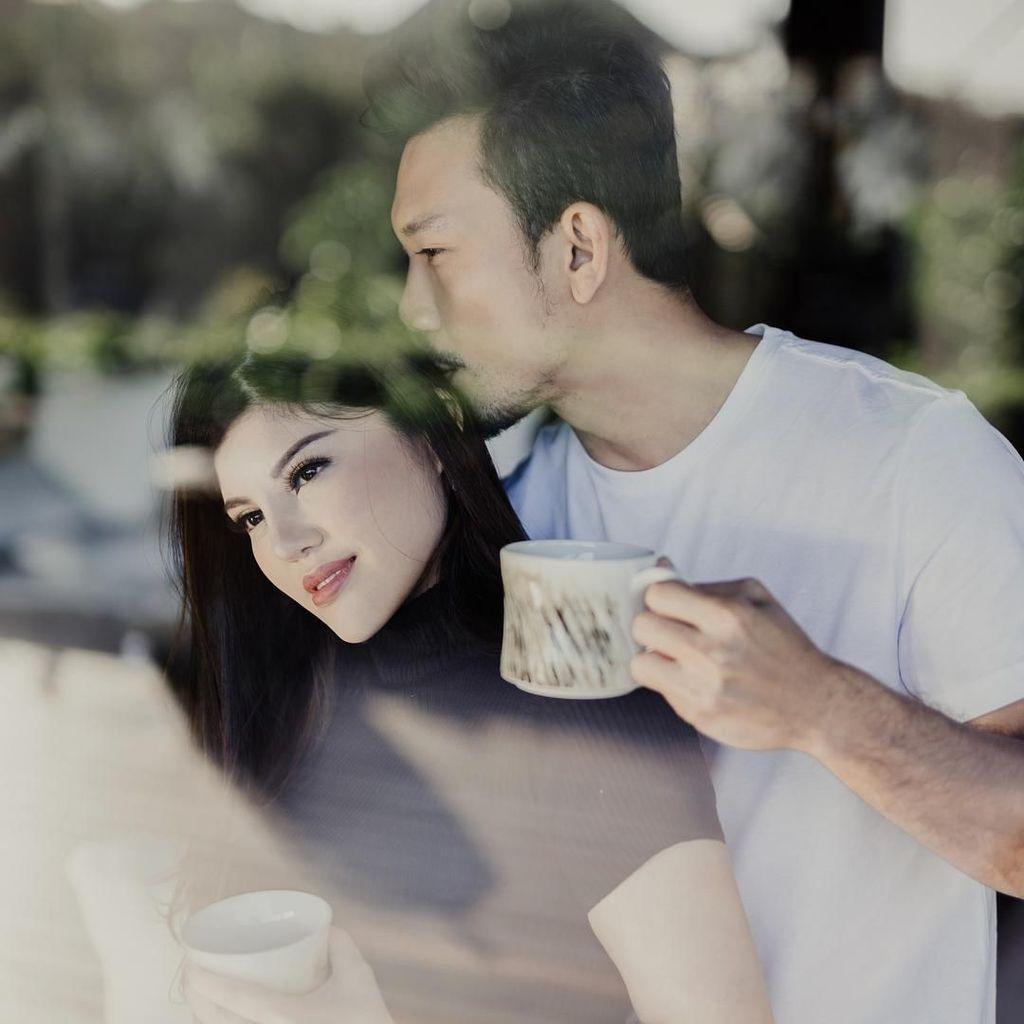 Belajar Nyuci Baju, Calon Istri Denny Sumargo: Ternyata Gampang Ya!