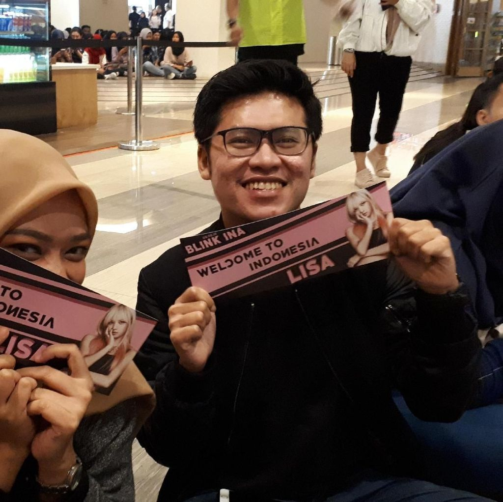 Rame Banget! Fans Makin Padati Venue Fanmeeting Lisa BLACKPINK