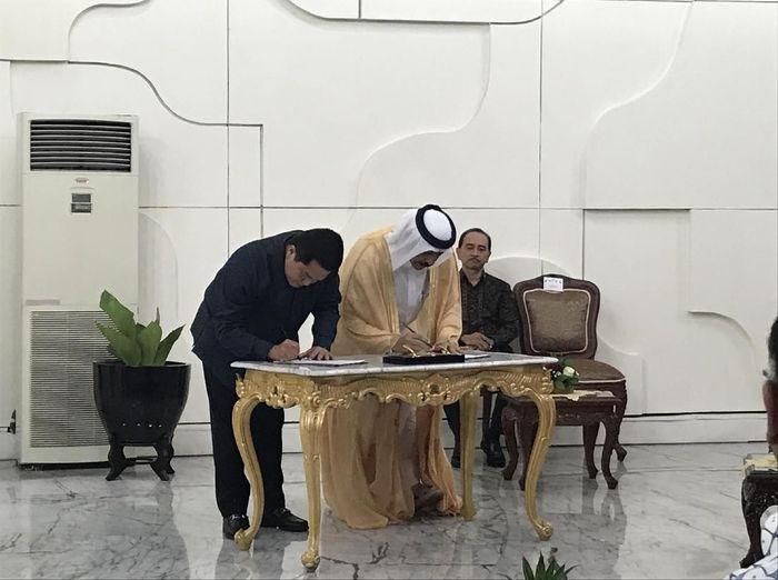 Penandatanganan sponsorship antara Qatar Airways dengan INASGOC (Rina Atriana/detikSport)
