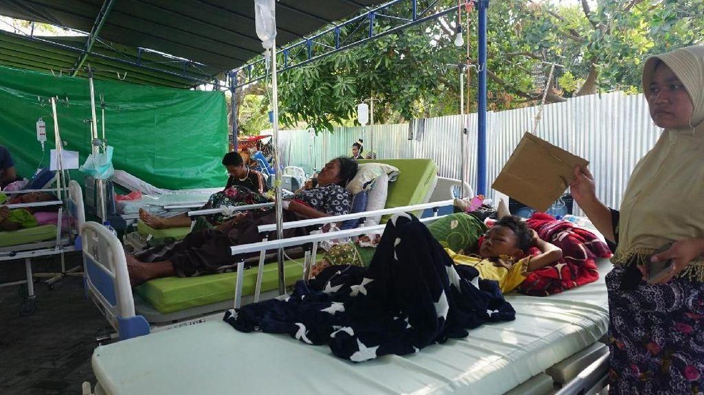RSUD Tanjung Lumpuh, Korban Gempa Dirawat di Halaman RS