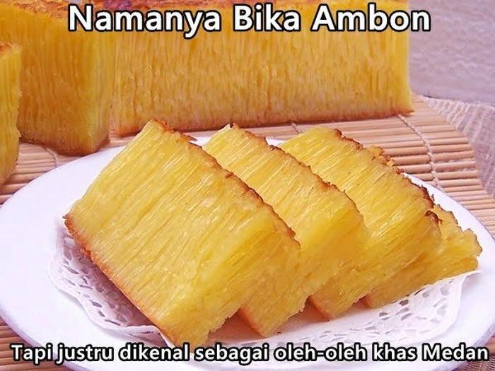 Kue manis berwarna kuning ini pastinya banyak yang sudah kenal ya. Namanya Bika Ambon, tapi sebenarnya kue ini banyak dibuat dan populer di Medan. Kenapa pakai nama Ambon ya? Foto: Istimewa