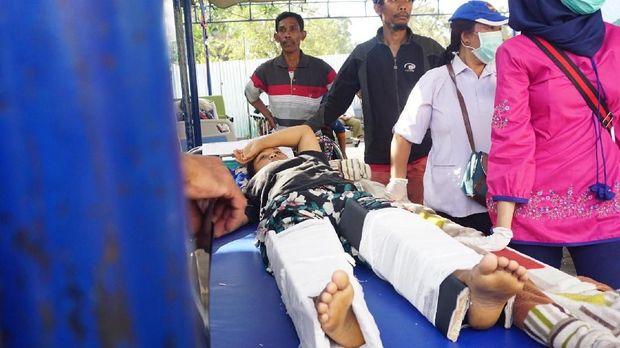RSUD Tanjung lumpuh, korban gempa dirawat di halaman RS.