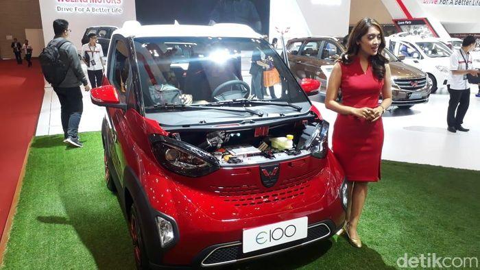 Produsen mobil asal China, Wuling Motors, membawa satu unit SUV dan mobil listrik imut yang dipanggil Wuling E100.