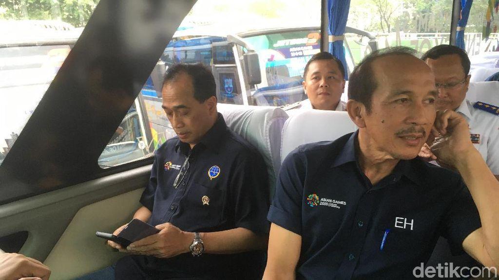 Naik Bus, Menhub Cek Waktu Tempuh Wisma Atlet ke TMII