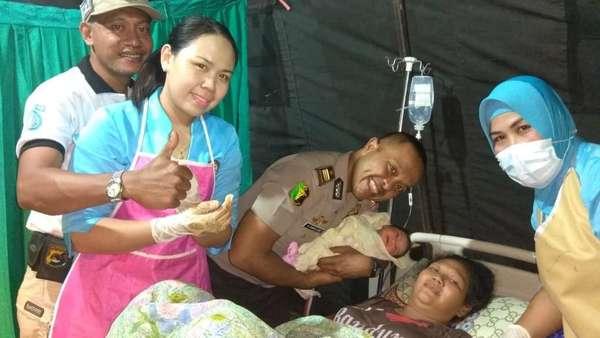 3 Pengungsi Gempa Lombok Melahirkan di Tenda Darurat RS Bhayangkara