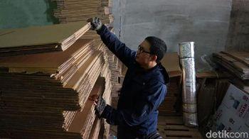 Dianggap Kumuh, Bisnis Kardus Omzetnya Bisa Capai Rp 300 Juta/Bulan