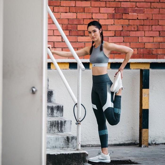 Olahraga dan juga diet yang Aimee lakukan, benar-benar membuat tubuhnya kencang dan juga bugar. Foto: Instagram/aimeechengbradshaw