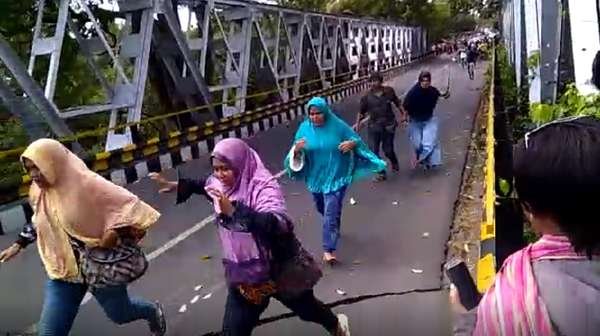 Video Kepanikan Warga Lombok Utara Diguncang Gempa 6,2 SR