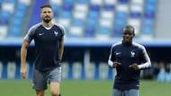 Giroud dan Kante Angkat Trofi Piala Dunia Lagi di Chelsea