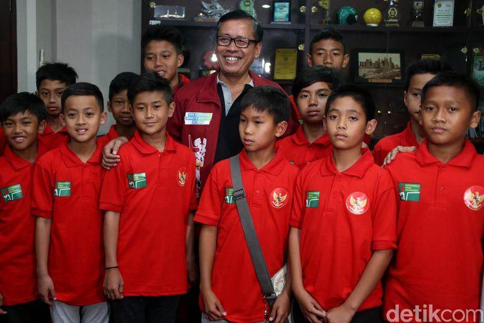 Kemenpora yang diwakili oleh Deputi III Pembudayaan Olahraga Kemenpoa RI, Raden Isnanta, secara resmi melepas Tim Pelajar U-12 Kemenpora yang akan bersiap mewakili Indonesia menuju Soong Ling Cup.