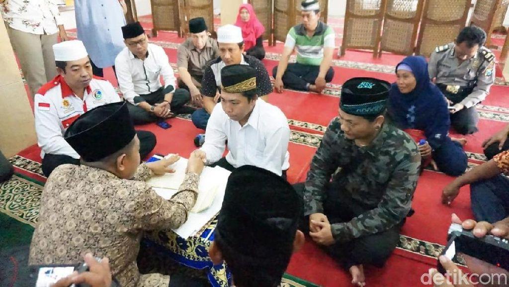 Berlinang Air Mata, Tahanan Ini Menikah di Polres Jombang