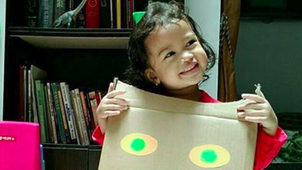 Lucunya Anak-anak Ini Saat Pakai Kostum dari Kardus