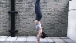 Model Aimee Cheng-Bradshaw membuat iri banyak wanita karena tubuhnya yang tinggi dan ramping. Bukan hal yang instan, ternyata itu berawal dari sebuah kritikan.