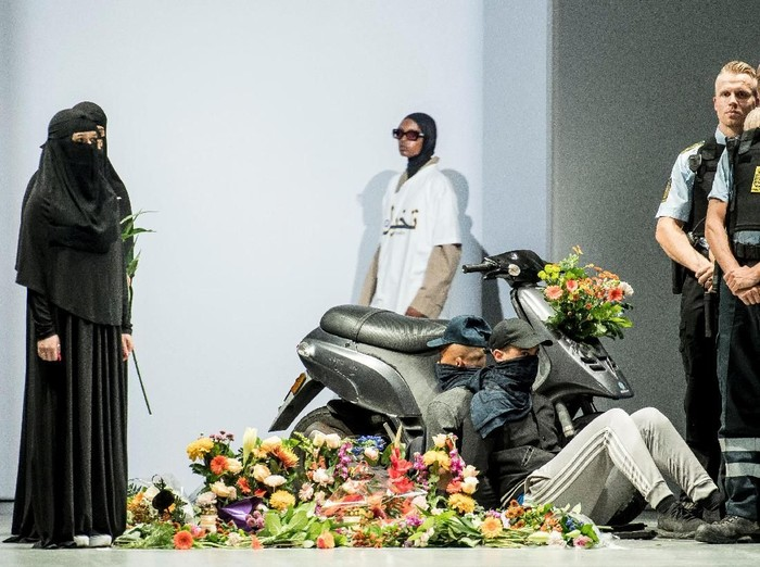 Fashion show di Copenhagen, Denmark, menampilkan model pakai hijab dan cadar. Foto: Reuters
