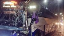 Bus Tabrak Pembatas Jalan di KM 5 Tol Kedoya Arah Tangerang