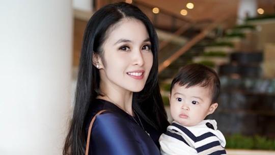 Selain Sophia Latjuba, Sandra Dewi Juga Ulang Tahun Lho!