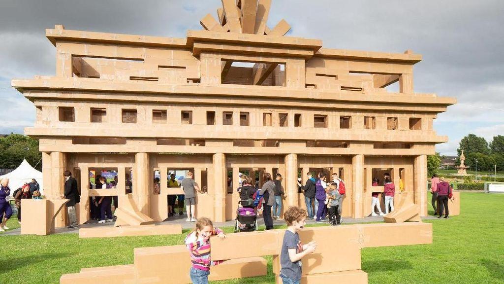 Kreatif! Monumen dari Kardus Memukau Wisatawan di Skotlandia