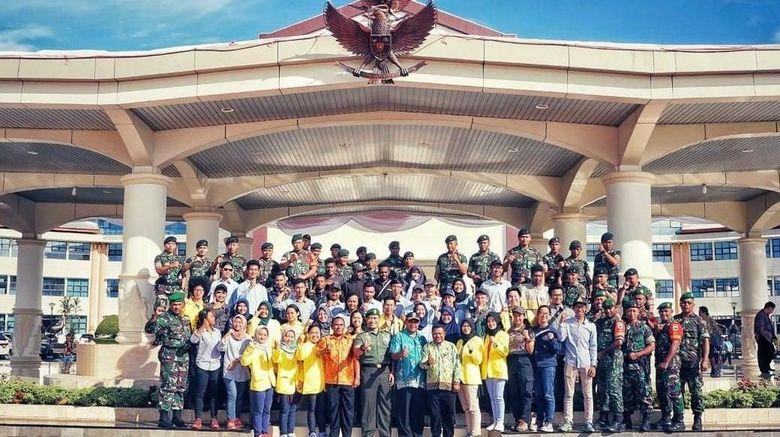 Tim Ekspedisi Bumi Cenderawasih Mapala UI dan TNI di Manokwari (dok Mapala UI)