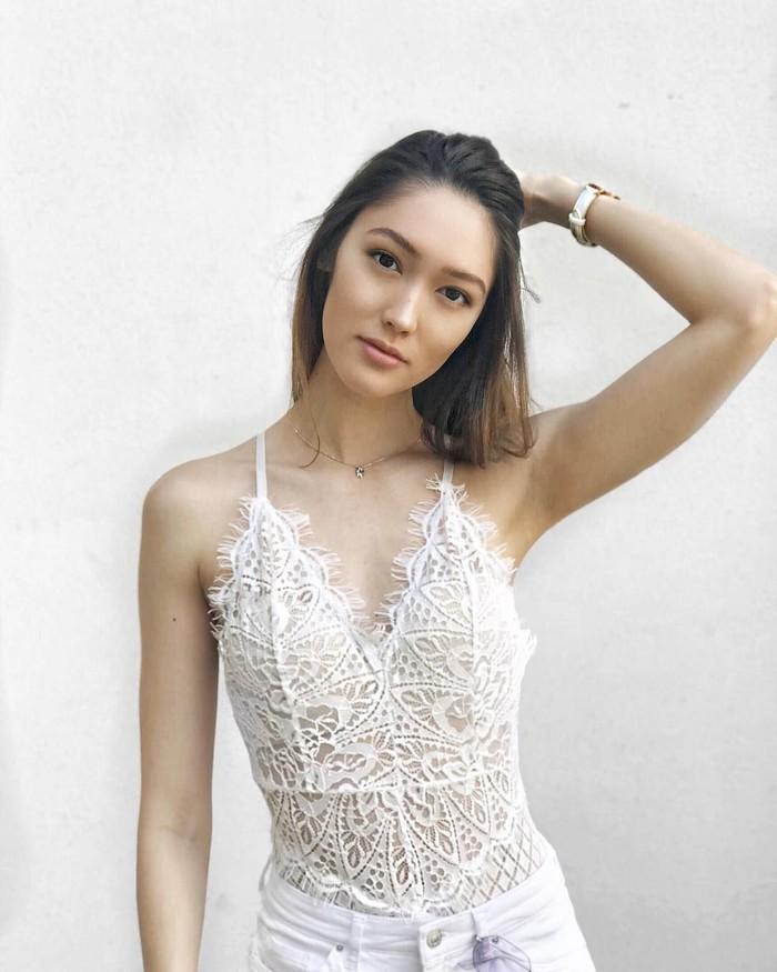 Sarjana psikologi dari Kings College London itu pertama kali dikenal ketika ia mewakili Singapura di Next Top Model Asia 3. Saat itu juri mengkritiknya malas dan memintanya untuk lebih banyak berlatih. Foto: Instagram/aimeechengbradshaw