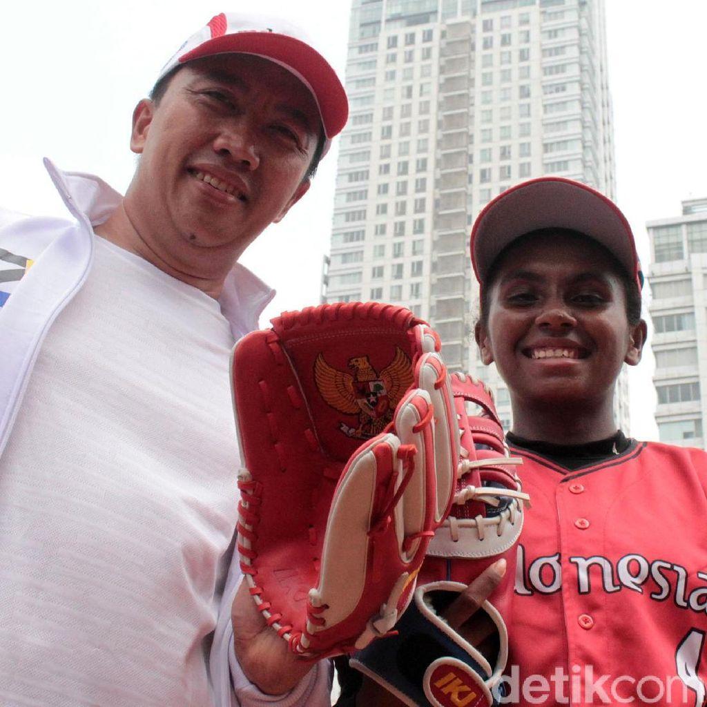 Menpora Cek Kesiapan Timnas Sofbol Putri