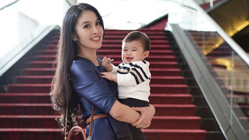 Sandra Dewi Antisipasi Penggunaan Gadget pada Anak Sejak Dini