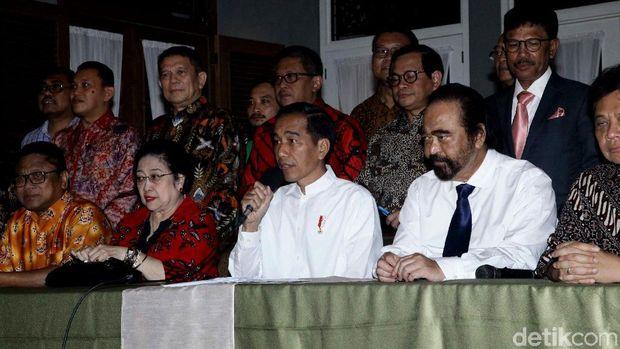Momen Jokowi Deklarasikan Cawapres Ma'ruf Amin