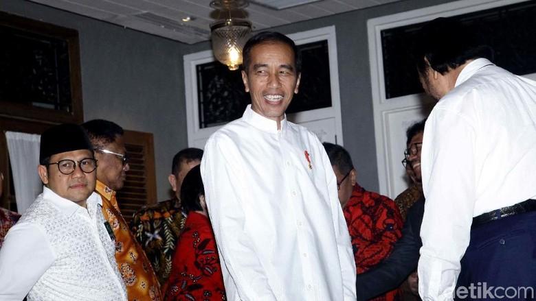 Momen Jokowi Jadi Imam Salat Magrib Usai Umumkan Maruf Amin Cawapres