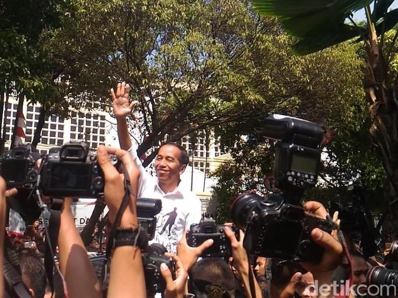 Sapa Relawan, Jokowi-Maruf Amin Tinggalkan KPU