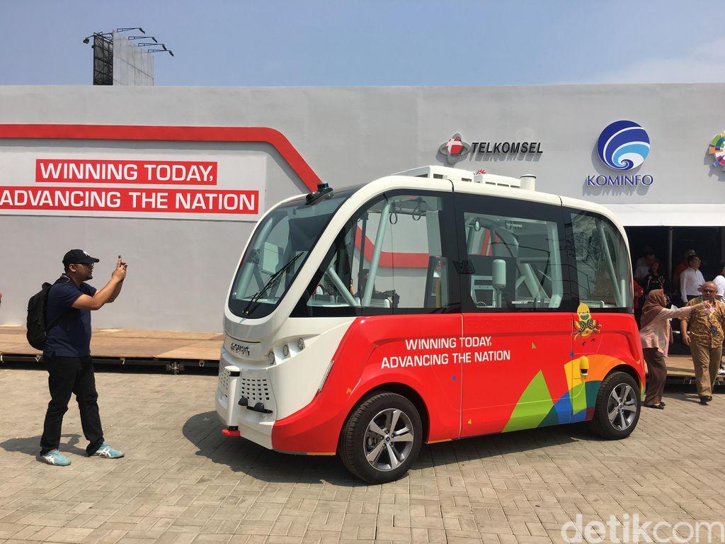 Telkomsel memamerkan bus tanpa sopir di event Asian Games 2018. Foto: Agus Tri Haryanto/detikINET