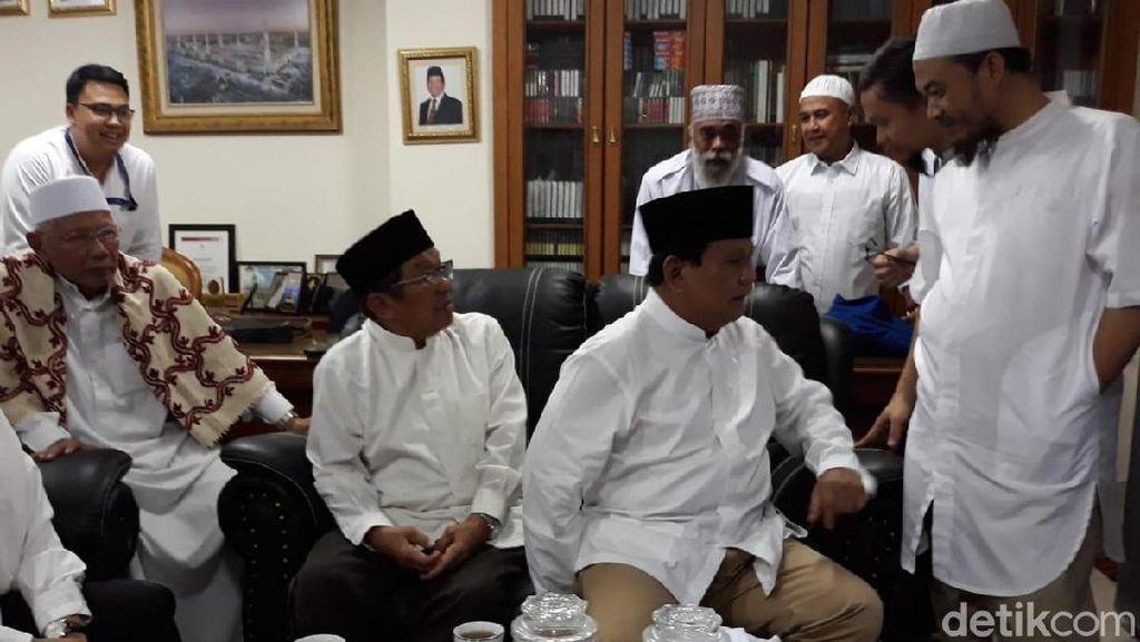 Prabowo dan Koalisinya Tiba di Masjid Sunda Kelapa, Anies Menyusul