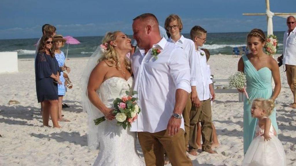 Pengantin Pria Ini Hentikan Sesi Foto Pernikahan, Alasannya Bikin Salut
