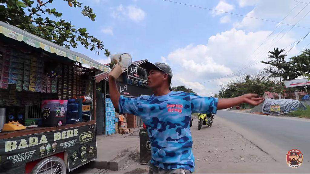Atraksi Penjual Iced Blended Asal Palangka Raya Ini Viral!