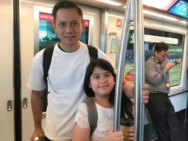 Wah Ayah Agus Harimurti Yudhoyono dan Aira naik kereta mau ke mana ya. (Foto: Instagram @agusyudhoyono)