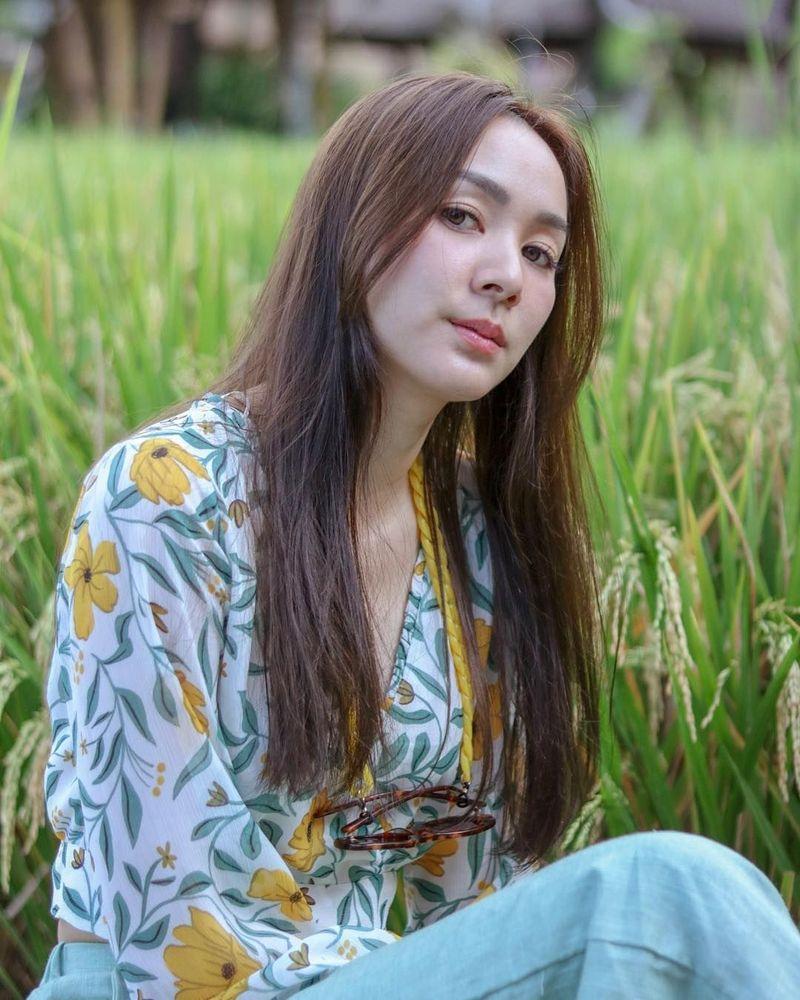 Four Sakonrut merupakan penyanyi cantik berkebangsaan Thailand. (khunfour/Instagram)