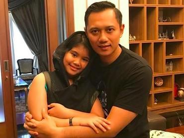 Hal yang paling membahagiakan Agus Harimurti Yudhoyono adalah saat pulang dari luar kota disambut sama Aira, anak kesayangan. (Foto: Instagram @agusyudhoyono)