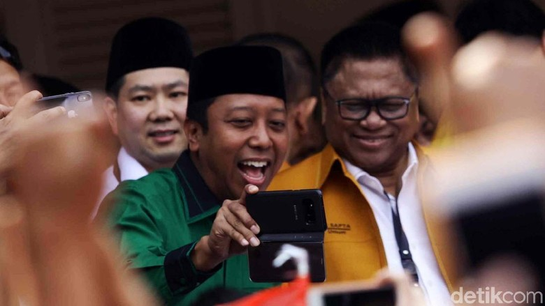 Deklarasi Jokowi dan Aksi Selfie Ketum Parpol