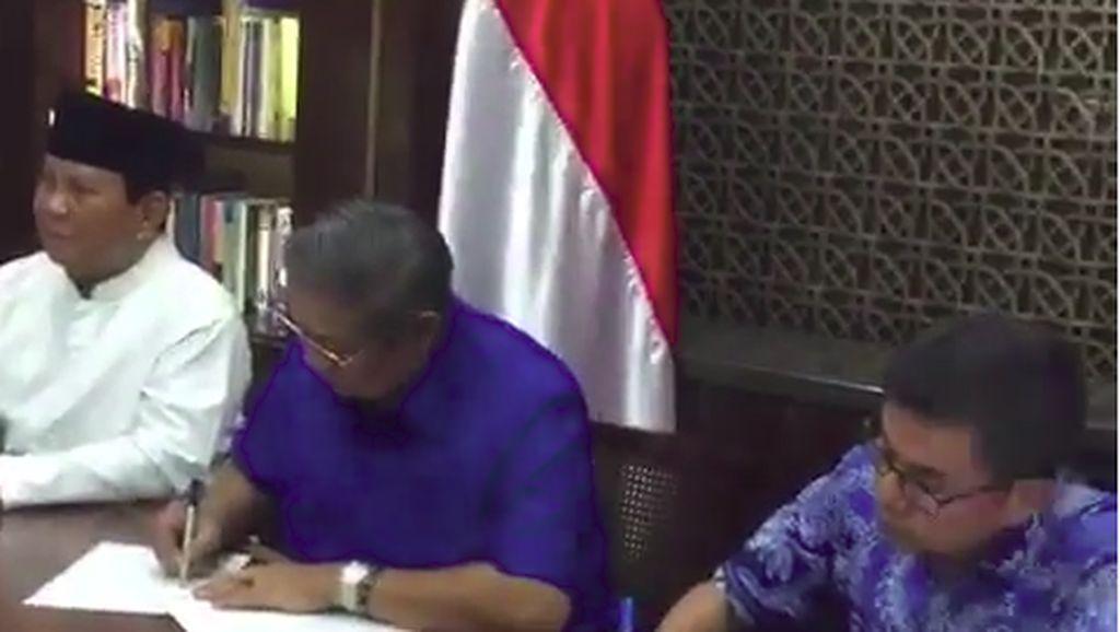 SBY Teken Perjanjian Dukungan ke Prabowo-Sandiaga Uno