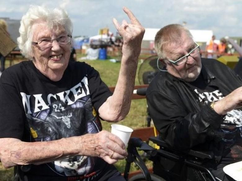 Nonton Konser Metal, 2 Lansia Dipulangkan ke Panti Jompo