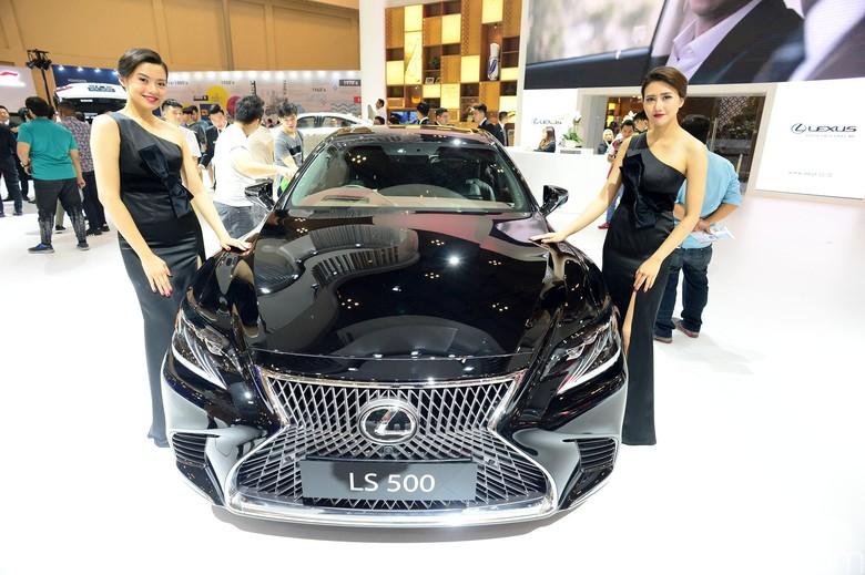 Lexus Foto: Ari Saputra