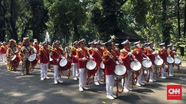 Marching band yang meramaikan pendaftaran Prabowo-Sandi ke KPU, beberapa waktu lalu.