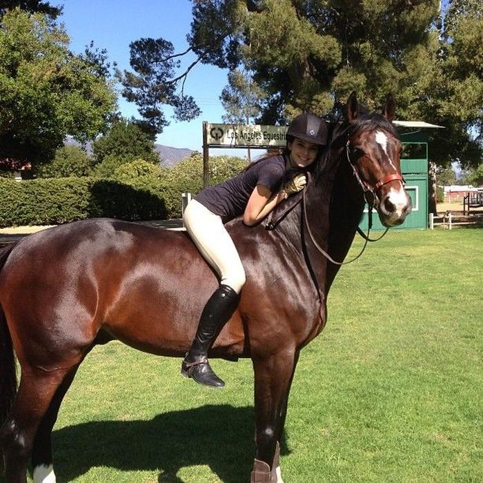 Kendall memang sering menghabiskan waktunya dengan berkuda. Foto: Instagram/kendalljenner