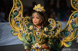 Foto: Aksi Bocah-bocah Cilik Meriahkan Jember Fashion Carnival