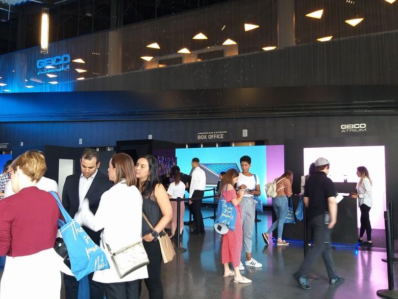 Diperkirakan ada 2.000 orang menghadiri perhelatan Unpacked di Barclays Center, New York, Amerika Serikat.(Foto: detikINET/Meliyanti Setyorini)