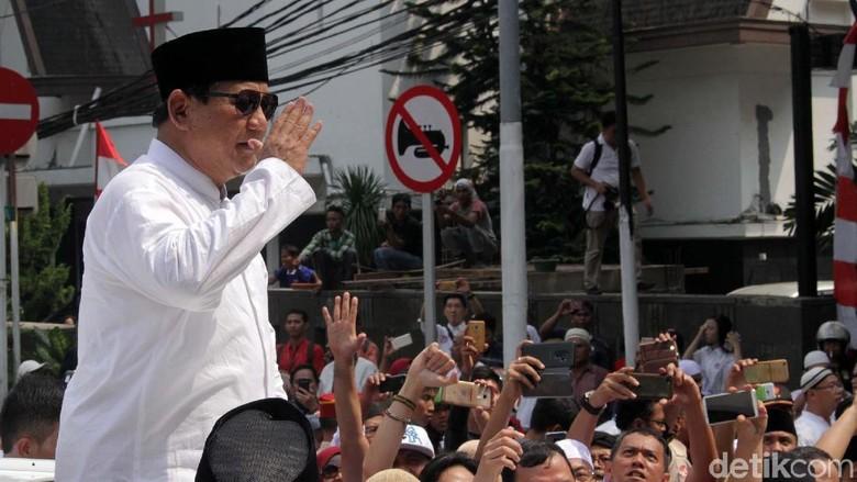 Prabowo-Sandi Diarak ke KPU