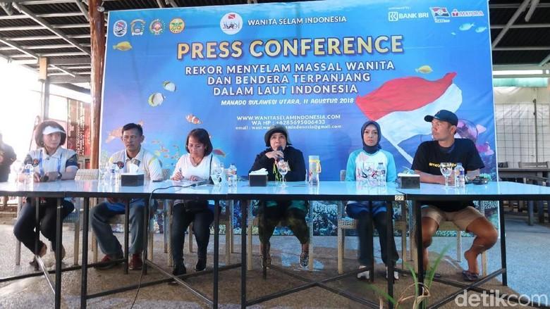 Foto: Press confrence rekor muri penyelaman massal di Manado (Bonauli/detikTravel)