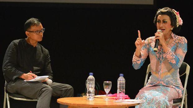 Didik Nini Thowok Berbagi Sejarah Tradisi Lintas Gender di SIPFest 2018