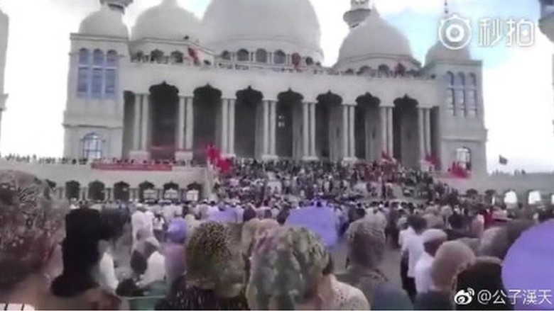 Masjid di China Hendak Dirobohkan, Jemaah Menghadang Aparat