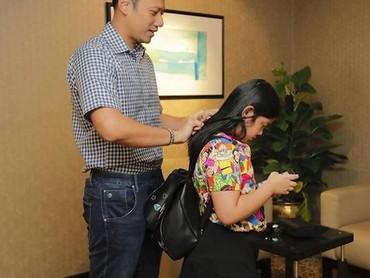 Agus Harimurti Yudhoyono menyempatkan diri menyisir rambut Airta yang panjang dan tebal. (Foto: Instagram @agusyudhoyono)