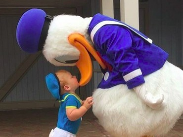 Kalau ketemu Donald Duck cilik kayak gini rasa-rasanya ingin membawanya pulang. He-he-he. (Foto: Instagram/ @randomly_riley)